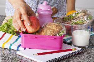 Okul Çocukları İçin Beslenme Çantası Menüleri