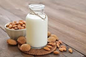 6 Benefits of Almond Milk